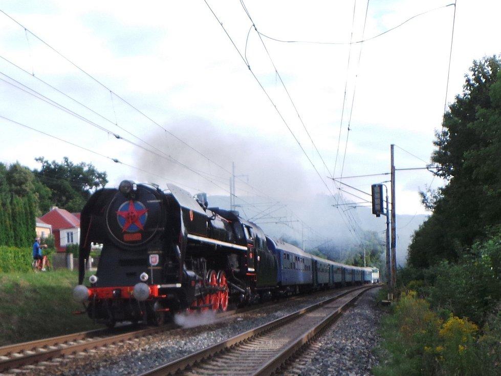 """Parní lokomotiva 475.179 """"Šlechtična"""" bude jednou z lokomotiv, které se objeví v čele zvláštních parních vlaků vparavených u příležitosti výročí 160 let od zahájení provozu na Ústecko-teplické dráze."""
