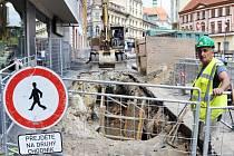 V ulici U Divadla v Teplicích je omezen provoz kvůli rekonstrukci kanalizace.