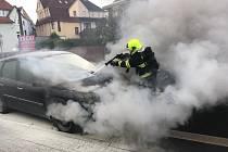 Požár auta v teplické ulici Jana Koziny.