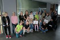 Motorkáři ze Skupiny ČEZ a jejich přátelé předali dva symbolické šeky handicapovaným dětem z Krupky a Litvínova.