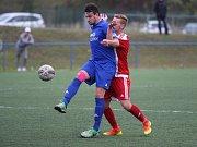 Louny (v modrém) vyhrály na horké půdě v Srbicích 2:1.