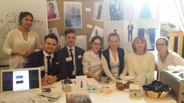 Žáci Střední školy obchodu a služeb v Teplicích se zúčastnili 10. veletrhu fiktivních firem v Sokolově.