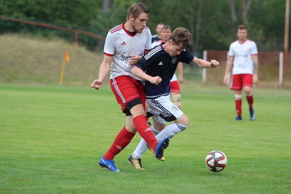 Fotbalový turnaj v Ledvicích. Zápas o 1. místo Dobroměřice (v modrém) - Jílové