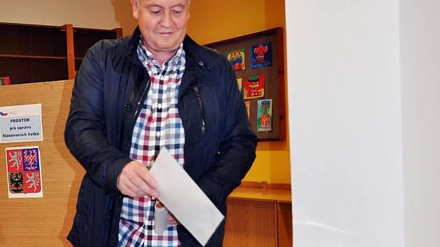 Starosta Zdeněk Matouš z Krupky u voleb.