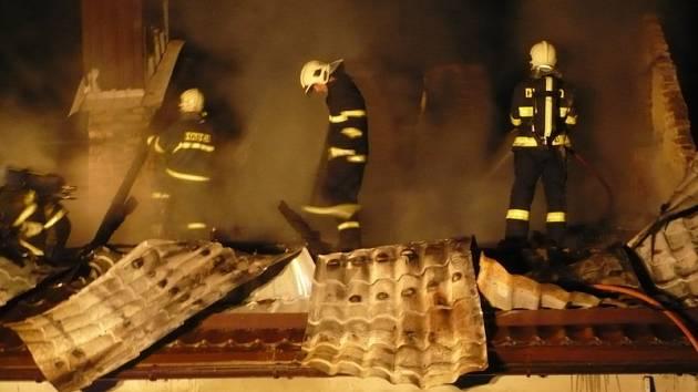 Hasiči měli pernou noc - hořelo v Srbicích a pak i Modlanech