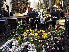 Hasičská veřejnost se ve středu odpoledne rozloučila se svým kolegou a kamarádem Herbetem Bartákem.