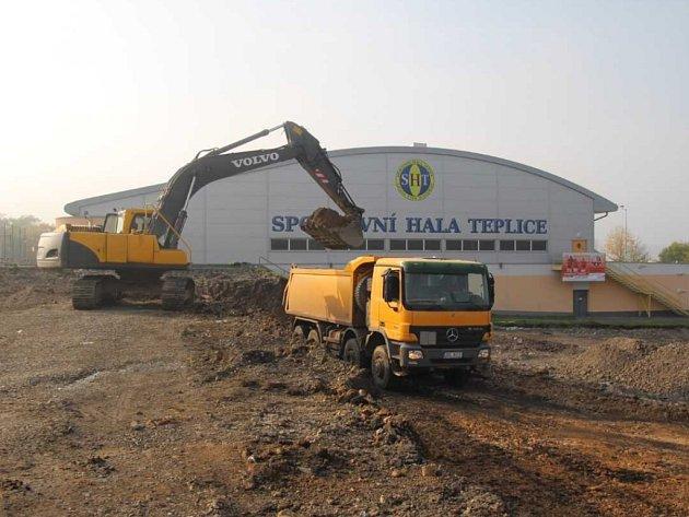 Stavba nového zimního stadionu v Teplicích.