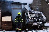 Hasiči likvidovali požár karavanu v Dubí.