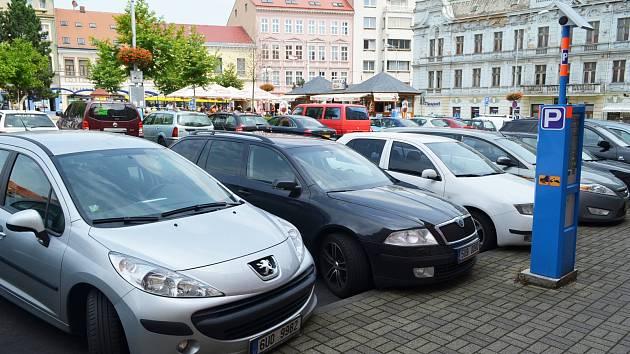 Parkování na Benešově náměstí v Teplicích