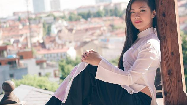 Dvaadvacetiletá studentka Le Ha se probojovala mezi 12 finalistek soutěže Miss Vietnam Open for Europe 2014