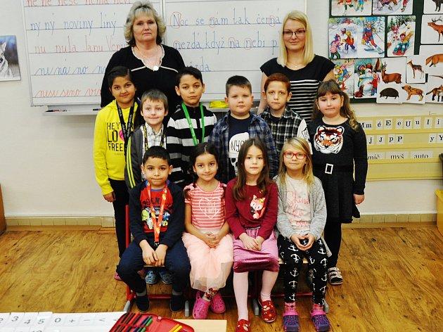 Na fotografii jsou žáci ze ZŠ Za Chlumem vBílině, 1.B třída paní učitelky Marcely Kuboškové, asistentka Nikola Vlková.