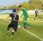 Ve druhém kole krajského přeboru vyhráli fotbalisté Žatce (zelení) na půdě Modlan.