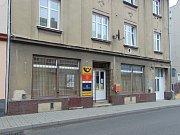 Poště v Novosedlicích nedaleko Teplic hrozí uzavření. Místní lidé s tím nesouhlasí a podepisují petici proti tomuto rozhodnutí.