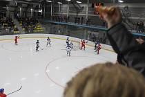 Přátelský zápas hokejových reprezentací U19 domácí České republiky a Finska skončil v Teplicích výhrou seveřanů 5:4.