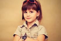 Michaela Váňová č.3  7 let, Teplice  Michaelka je šikovná slečna, která má ráda zvířátka, tance a dětské hry.