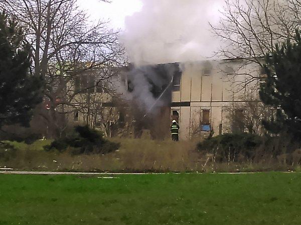 Požár bývalého železničního učiliště vTeplicích.