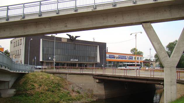 Most přes řeku Bílinu u vlakového nádraží v Bílině.