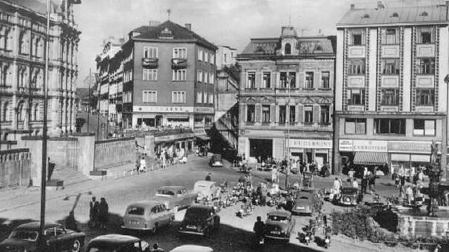 Snad každý Tepličan byl alespoň jednou kdysi ve vyhlášené cukrárně na náměstí Svobody (Marktplatz, Stalinovo, později Marxovo náměstí).