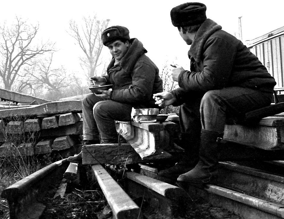 Na nádraží v Krupce se vojáci Rudé armády naposledy najedli, naložili techniku odjeli.
