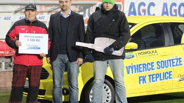 """""""Spartu v Teplicích si prosadíš, jinak jsi Homolko mrtvej muž."""" Jeden z návštěvníků zápasu Teplice - Sparta vyhraje auto od Homolků ;-)."""