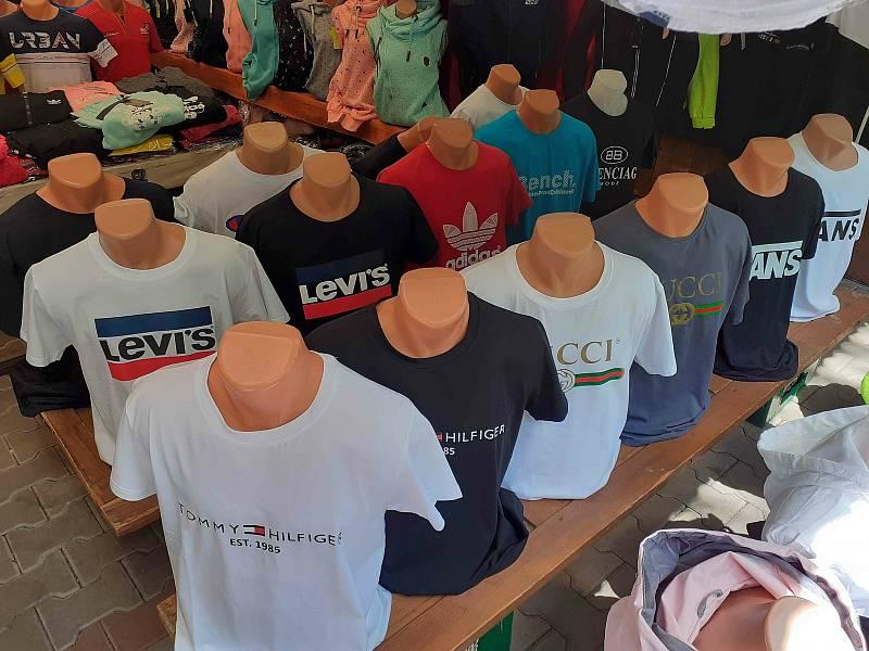 Kontrola a zajištěné zboží v prodejně ve Vejprtech