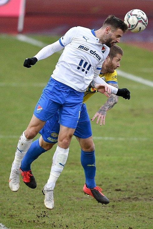Utkání 21. kola první fotbalové ligy: FC Baník Ostrava – FK Teplice, 27 února 2021 v Ostravě. (zleva) Tomáš Zajíc z Ostravy a Ondřej Mazuch z Teplic.