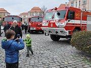 Výstava hasičské techniky v Duchcově u příležitosti předání nového hasičského auta místnímu sboru dobrovolných hasičů.