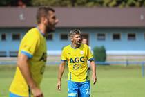 Fotbalista Jan Rezek při zápase rezervy FK Teplice, vlevo Ljevaković.