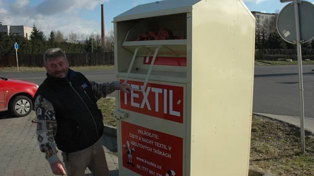 Instalace kontejneru na textilní odpad