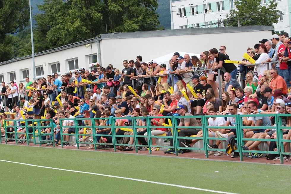 Americký fotbal v Teplicích. Teplice (žluté dresy) - Třinec