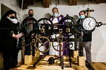 Věžní hodiny kostela v Křemýži opět měří čas