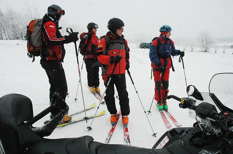 Na Bouřňáku proběhlo součinnostní cvičení HS Krušné hory s Leteckou záchrannou službou Ústí