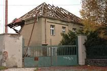 Demolice budovy bývalého hostince U Menclů