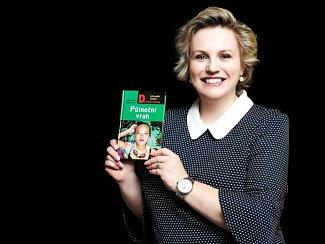 Veronika Černucká se svojí poslední knihou.