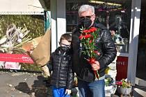 MDŽ na Teplicku, pro květiny do prodejny v Proseticích zavítal v pondělí 8. března Ivan Vinický.