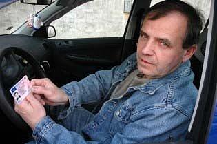 Lidí, co mají starý řidičský průkaz je stále mnoho.