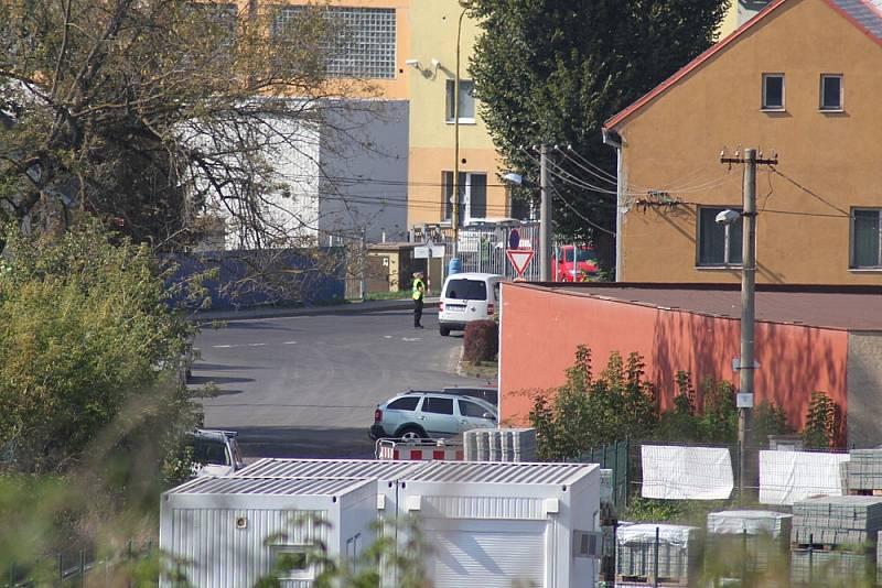 Po explozi v muničním skladu v Bílině bylo celé okolí uzavřeno