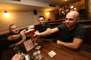 K protestům proti vládním nařízením se přidal také teplický pivovar Monopol.