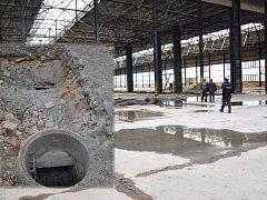 Areál bývalého závodu Kamenina Háj u Duchcova. V zemi policisté a celníci našli tisíce litrů lihu.