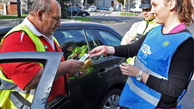 Za nula alkoholu dostali řidiči od policistů nealko pivo