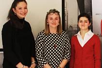 STUDENTKA Gymnázia Teplice Barbora Romová (v červeném) skončila ve finále Soutěž a podnikej na děleném 3. místě.