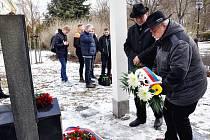 Pietní akt k uctění památky obětí holocaustu zavražděnými nacisty se konal u památníku holocaustu v Lípové ulici v Teplicích.