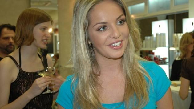 Miss World Taťána Kuchařová byla v Teplicích poprvé. Přijela na slavnostní otevření kadeřnického salonu Ego. Je nejen krásná, ale také moc příjemná.