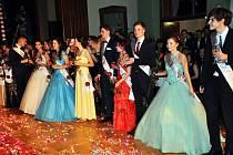 Maturitní ples studentů Gymnázia Teplice, třída 8.D, který se konal ve všech sálech teplického divadla.