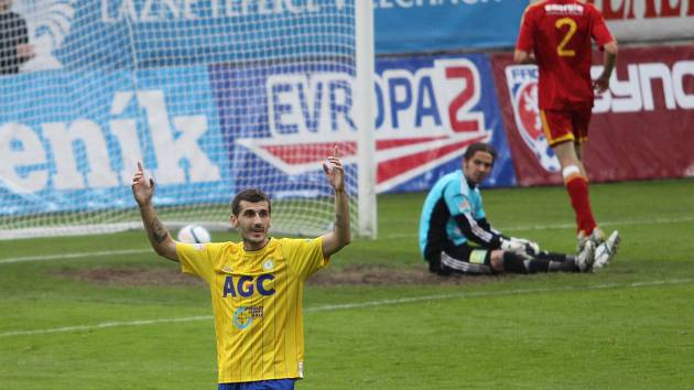Admir Ljevakovič se raduje z druhého gólu v síti Dukly