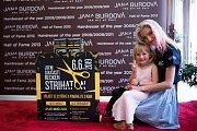 Devátý ročník charitativní akce Střihaton se konal nedávno na mnoha místech České republiky. Do akce se zapojila i teplická studia Jany Burdové či Marty Moravcové.