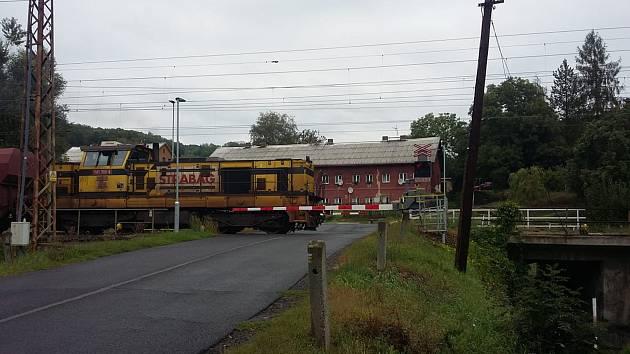 Železniční přejezd v Ohníči na Teplicku.