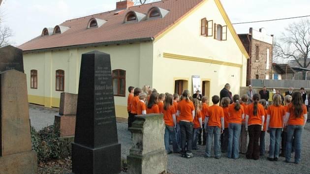 Slavnostní převzetí zrekonstruovaného Domu pohřebního bratrstva.