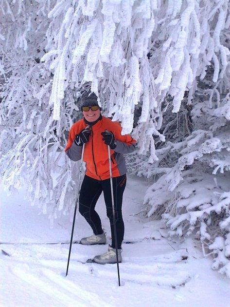 Adéla Šavlová na svých milovaných lyžích.