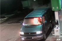Požár auta na čerpací stanici OMV Prosetice